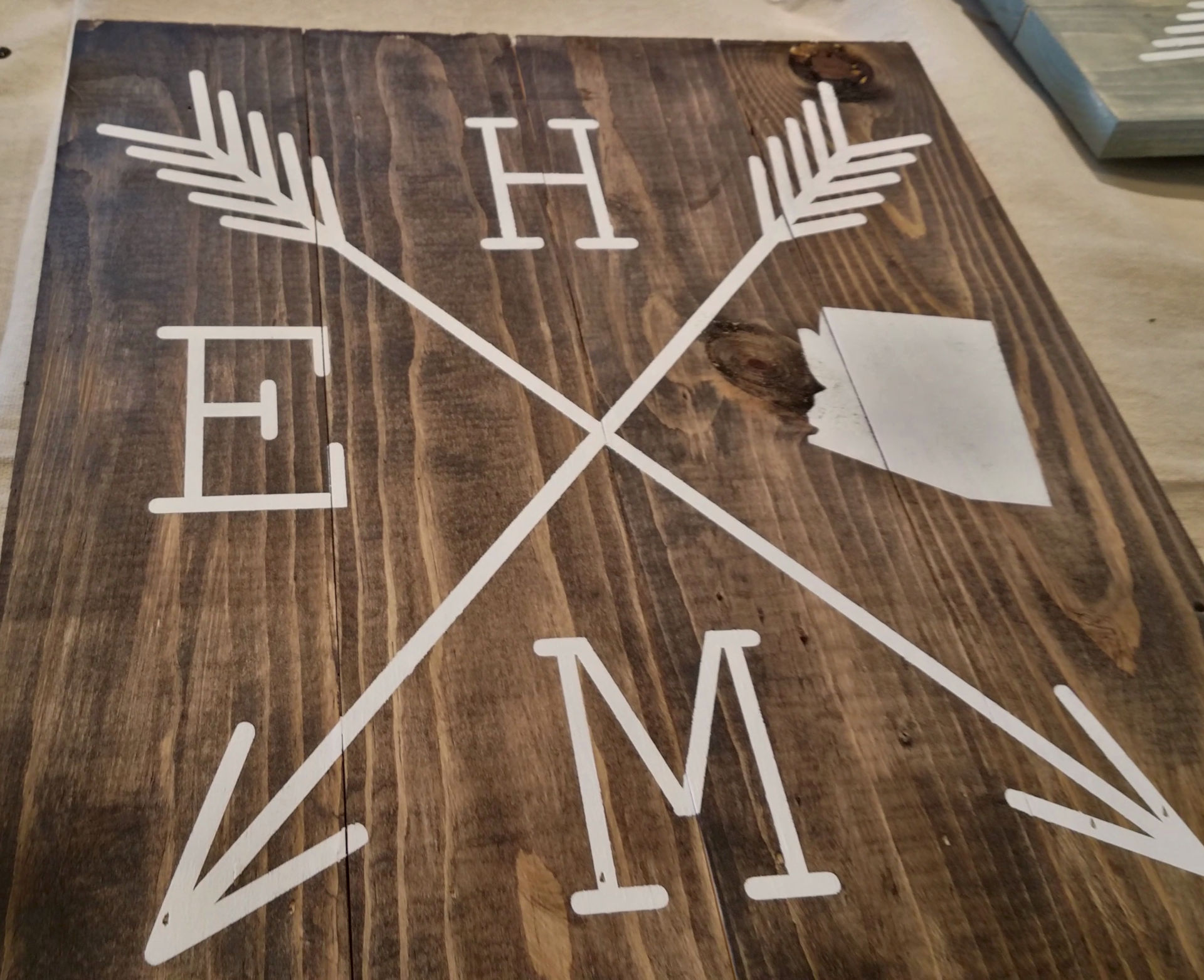 10 Photos That Will Inspire You to Take Your Significant Other to Create Wood Sign Art Complete